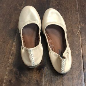 Lucky Brand cream/nude flats size 7